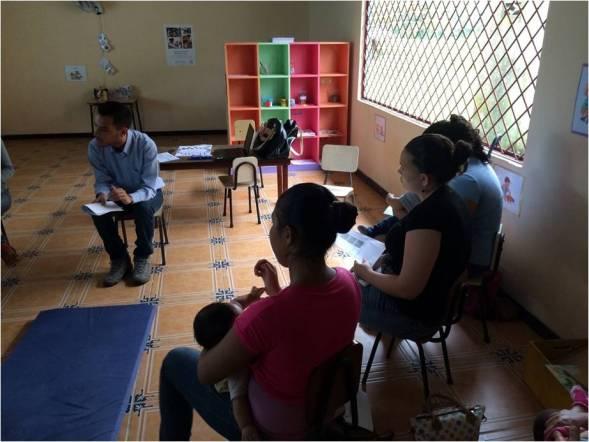 Adolescentes Madres en capacitación grupal en el CEN-CINAE